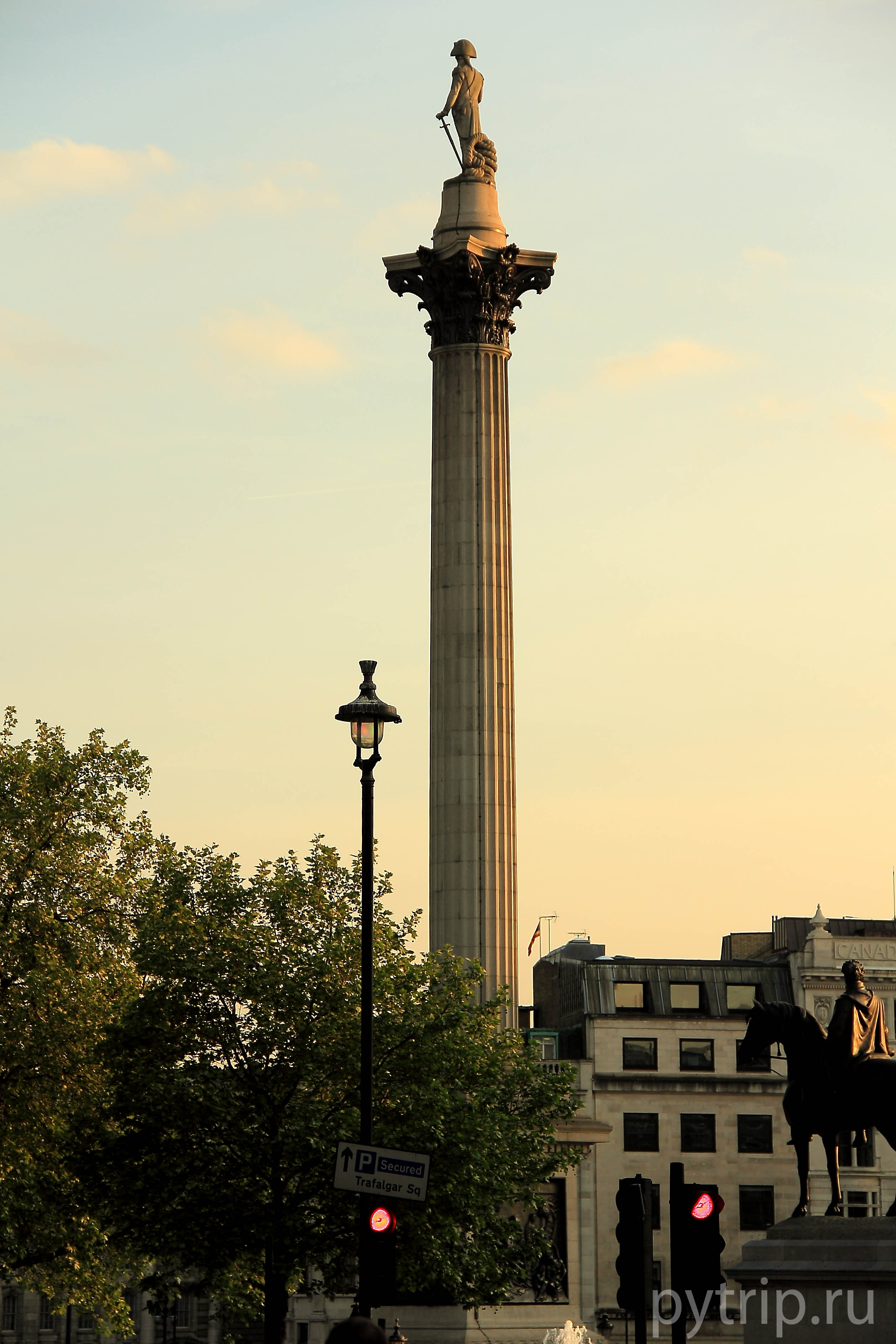 Колонна Нельсона и памятник Карлу I
