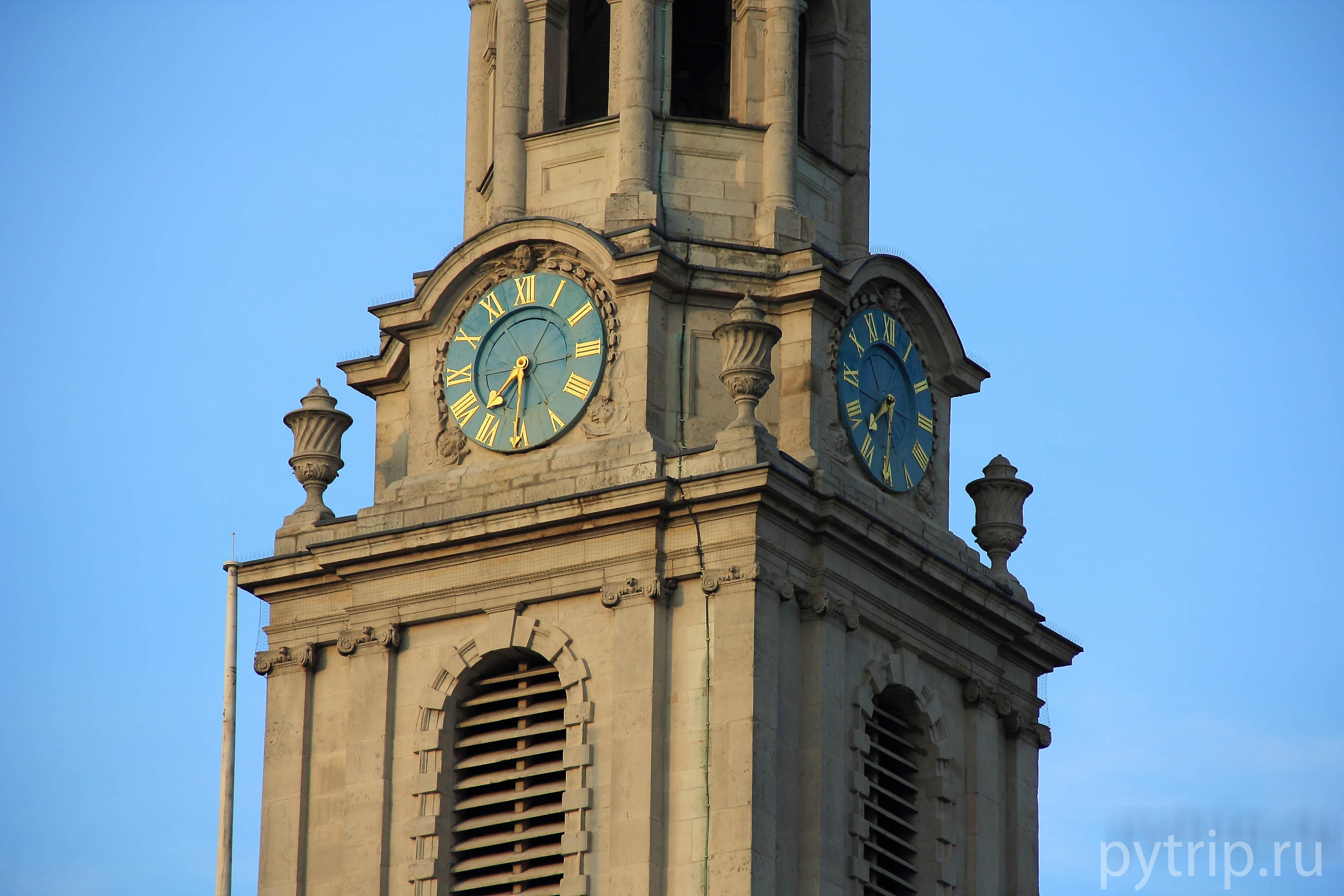 Часы на Национальной портретной галереи всегда подскажут который час.