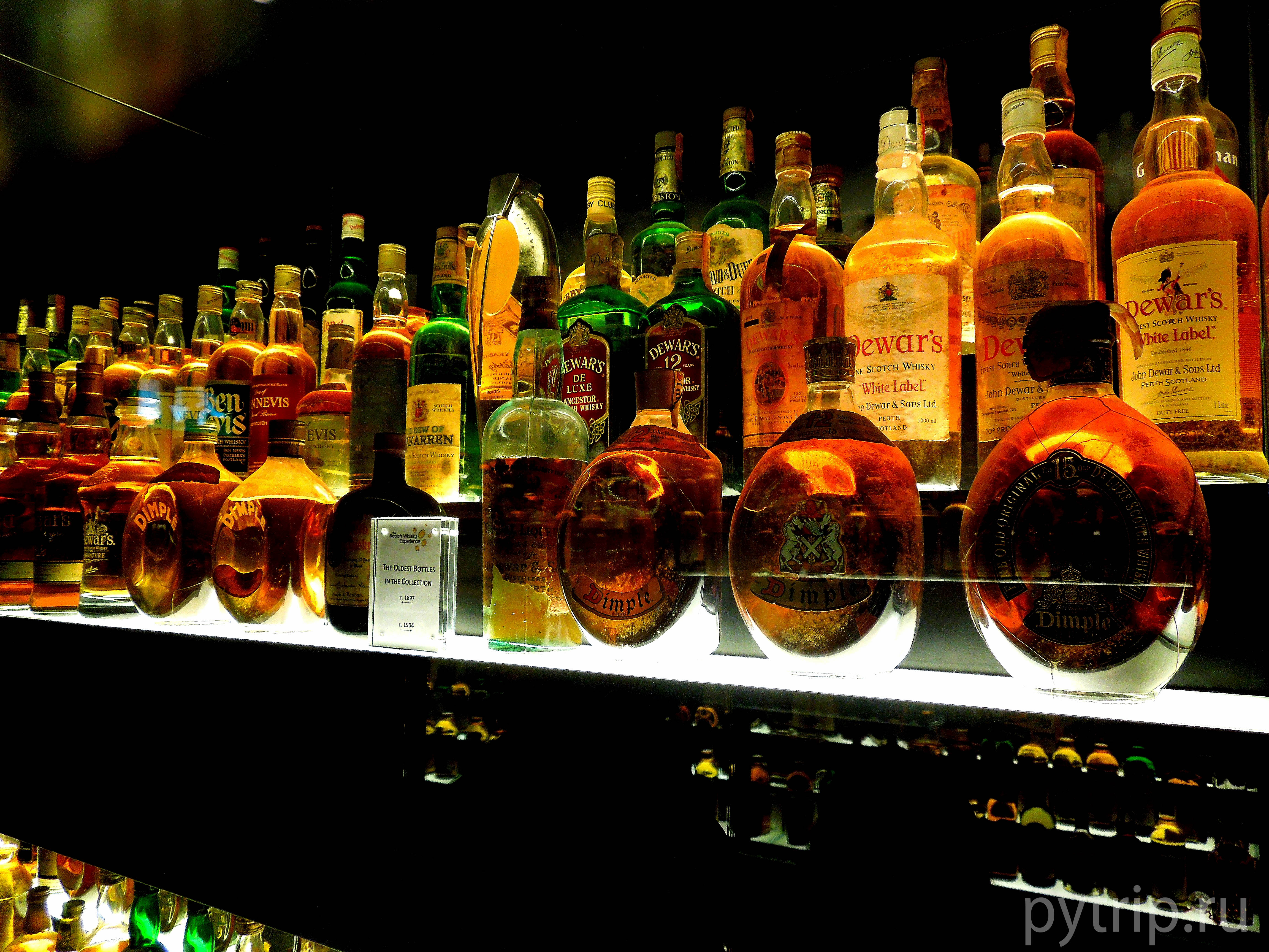 Здесь огромное разнообразие виски разных сортов и выдержки.