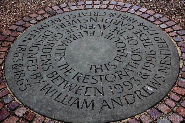 Памятная доска в Ридженс парке.