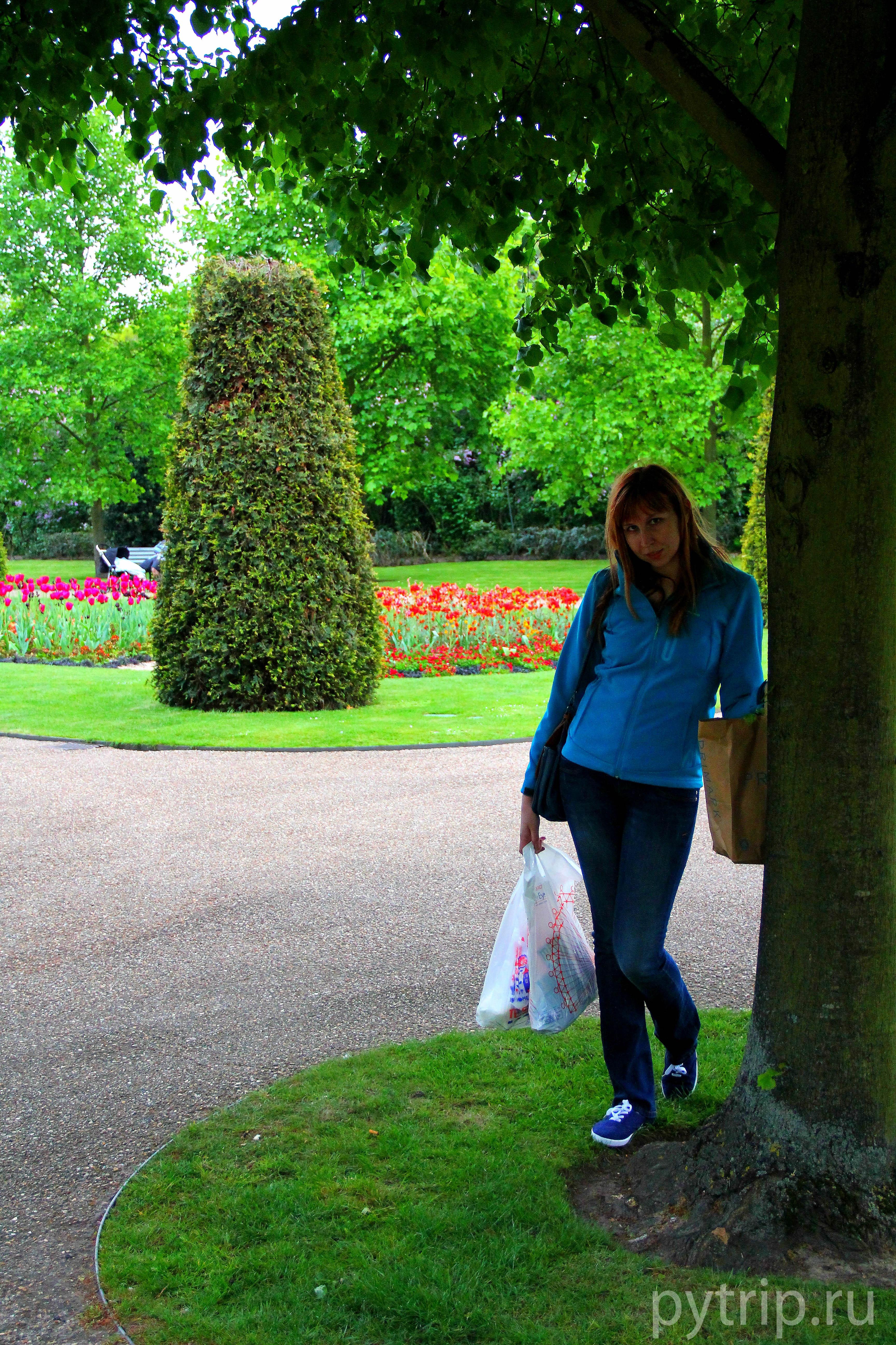 В парке очень тихо и спокойно...