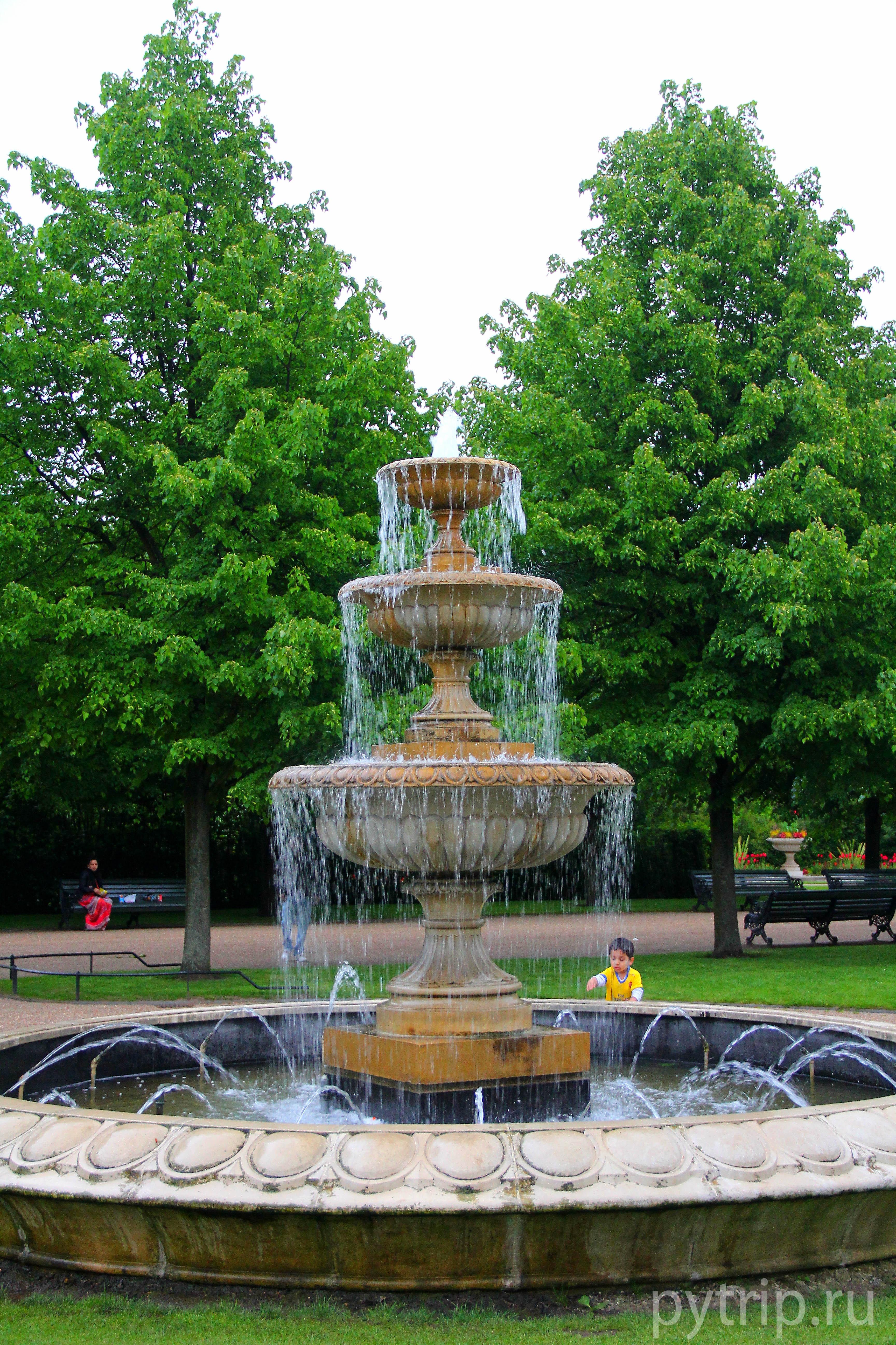 В парке очень красивые фонтаны