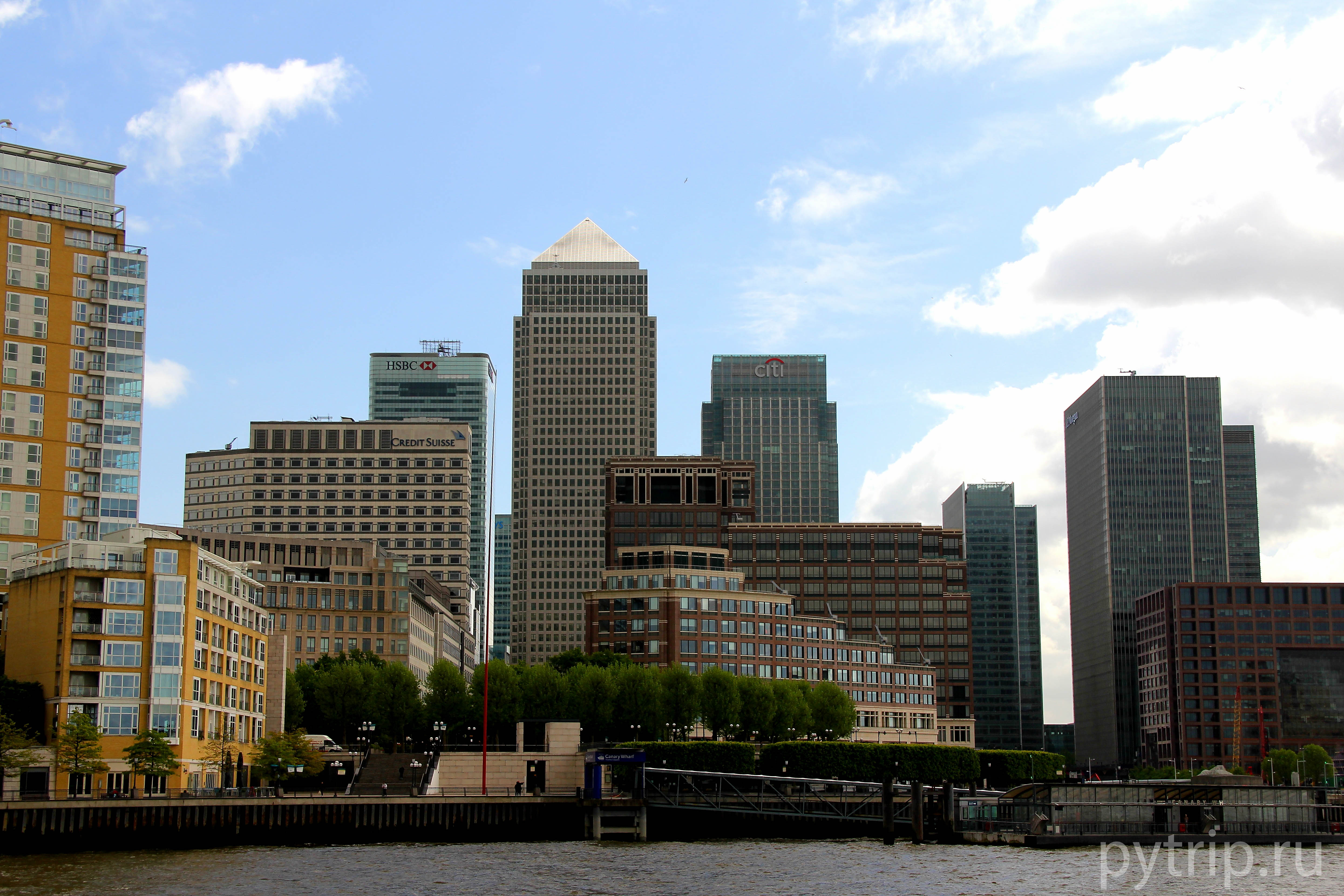 В Кэнэри Уорф находятся три высочайших здания Лондона -8 Canada Square, One Canada Square и Citigroup Centre.