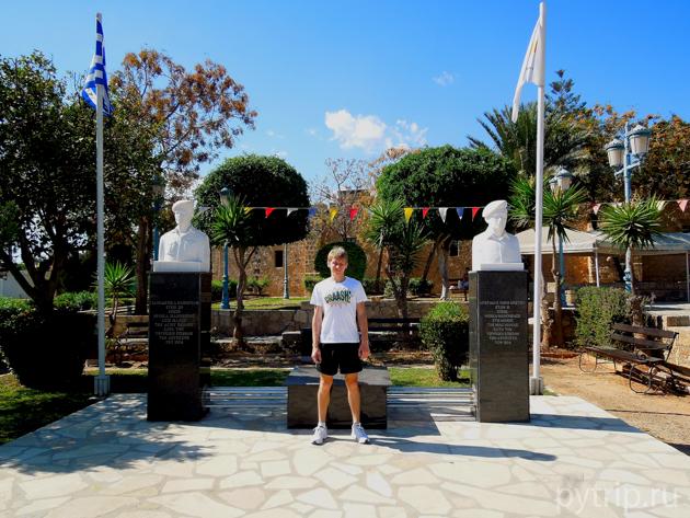 Памятник в Айя Напе
