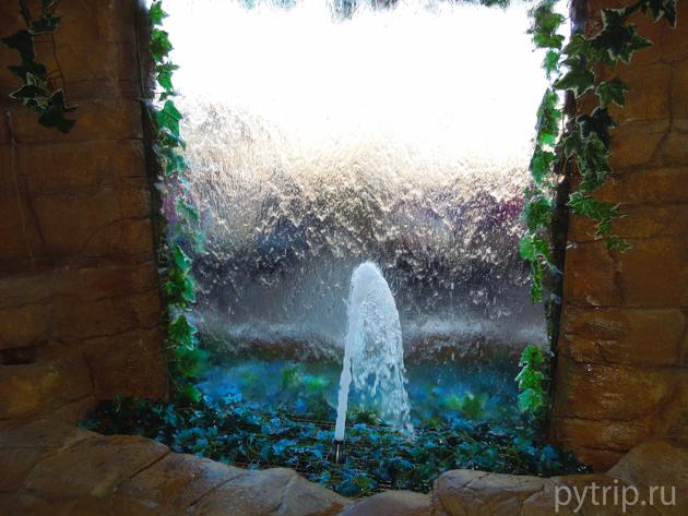 внутри аквапарка