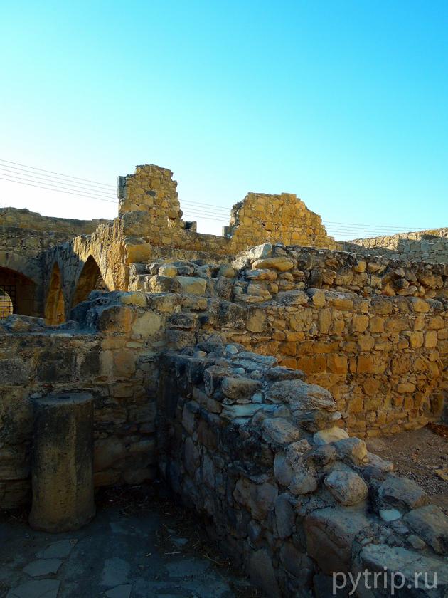 колосси Кипр
