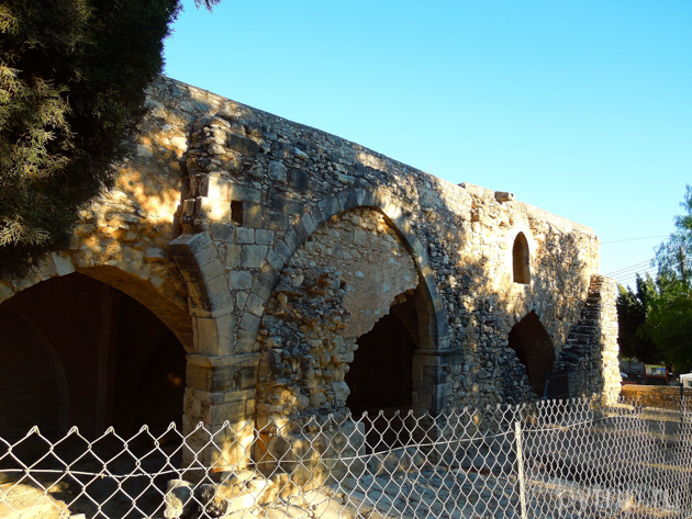 руины колосси