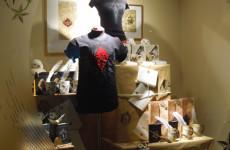 Сувенирный магазин в музее Гарри Поттера