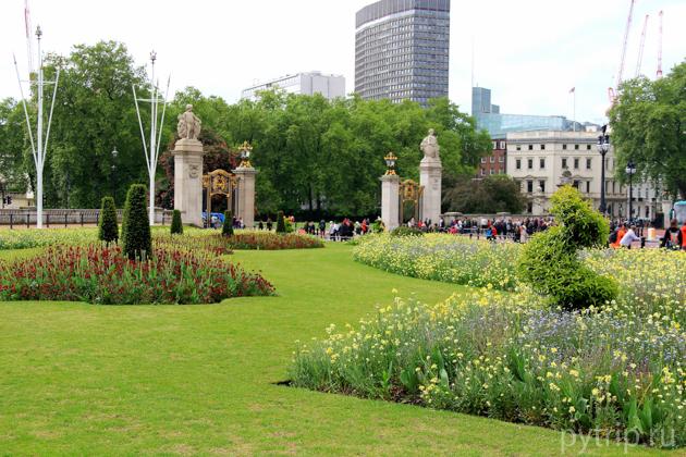 Площадь перед Букингемским дворцом