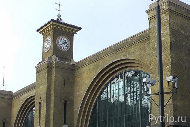Здание вокзала кингс кросс в Лондоне