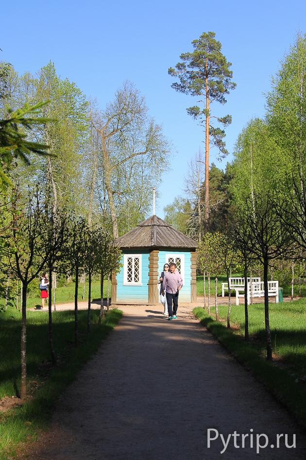 Беседка в саду Михайловского