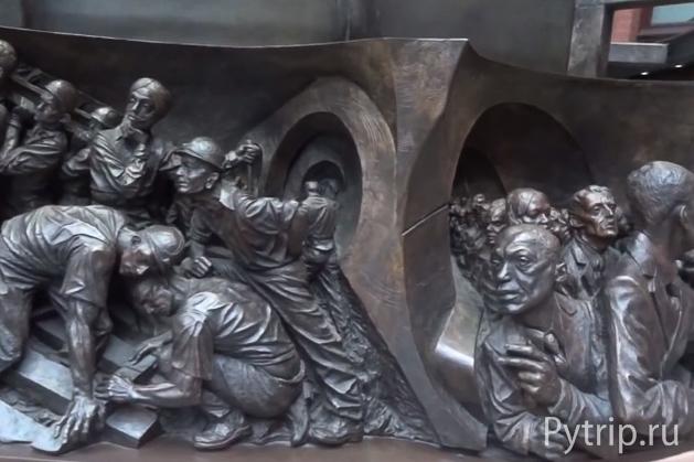Памятник на St Pancras