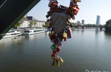 Пешеходный мост Франкфурта Eiserner Steg: история и традиции