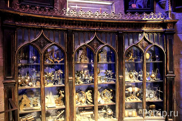 Шкафы в кабинете Дамблдора