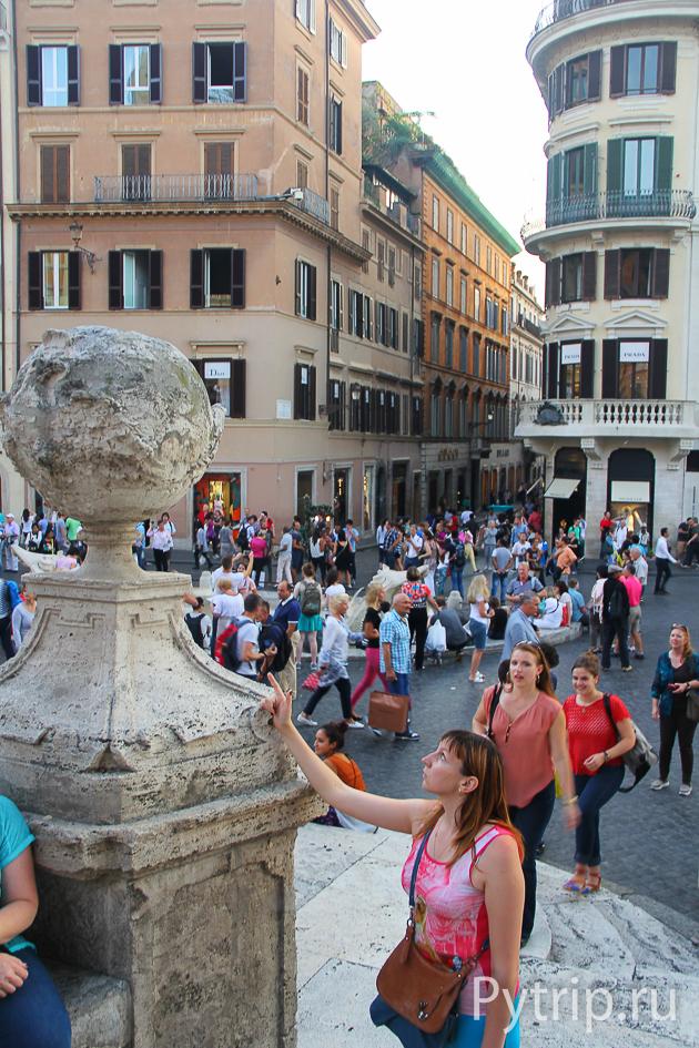 Украшение Испанской лестницы в Риме