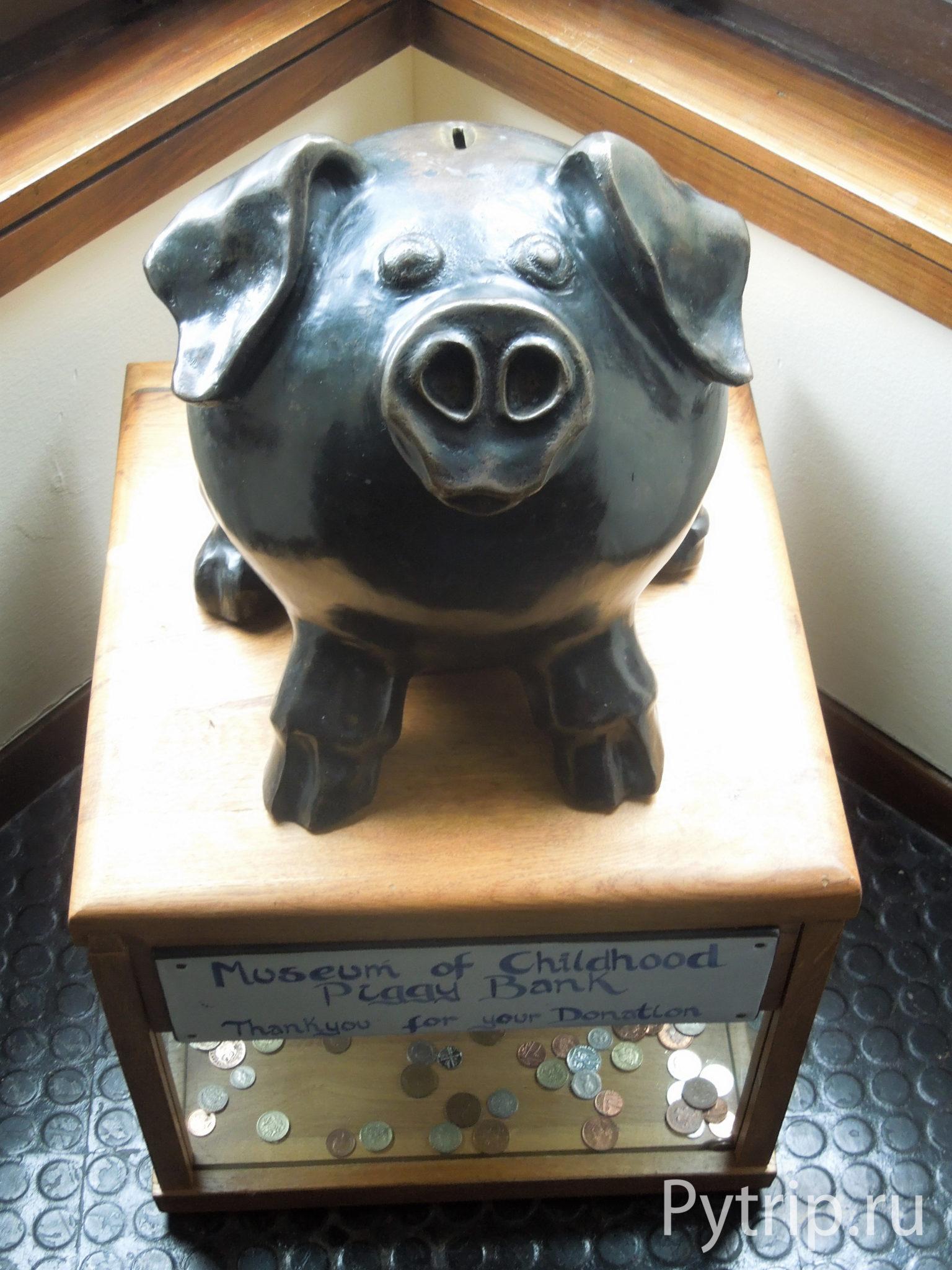 Копилка в музее детства в Эдинбурге