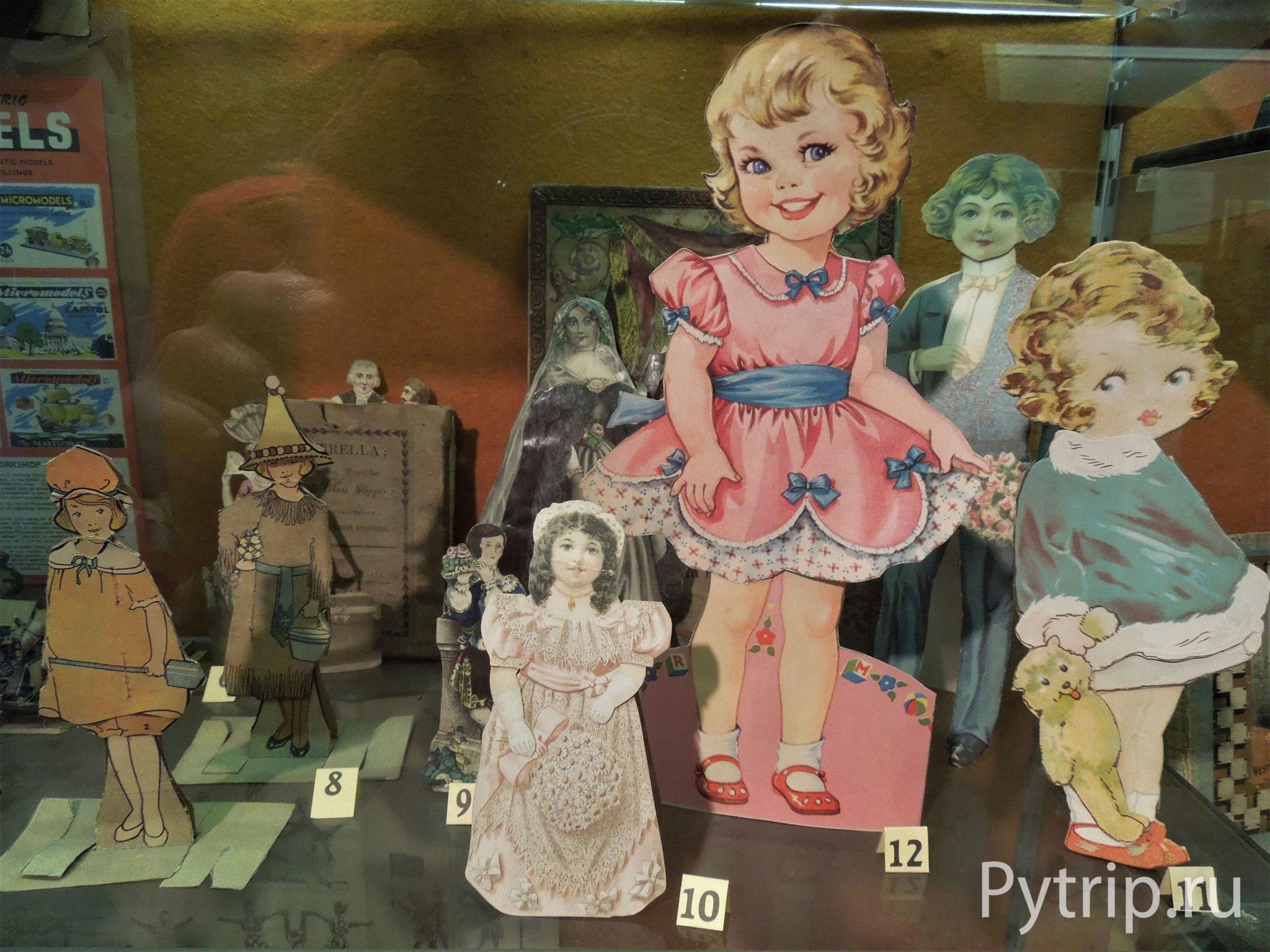 Куклы в музее детства в Эдинбурге